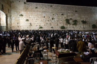 Beginning Shabbat at the Western Wall
